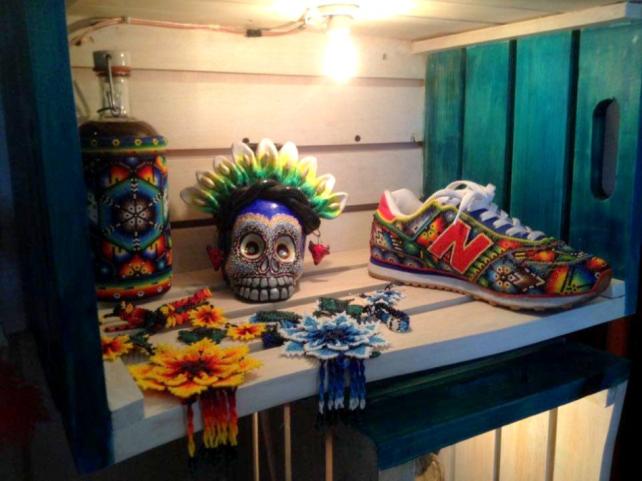 amanoarte-mexico-a-colores-outfit-artesanal-arte-huichol