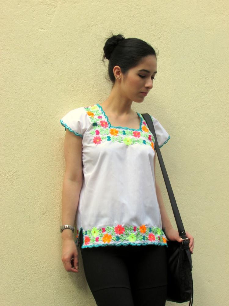 mexico-a-colores-negrita-linda-huipil-yucatan-1